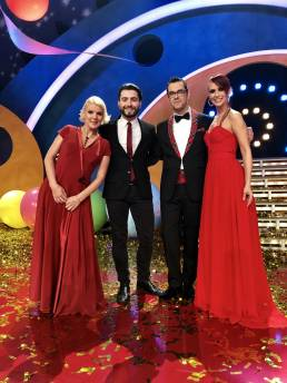 Karnevalissimo ZDF, Bülent Ceylan, Colombia, Direct From Broadway, Kaffe Oder Tee SWR, Quality Award Presentation, Jay Leno, Terry Crews, Magic Dinner, SAP Quality Awards, Landesschau SWR, Broadway, AGT, RPR1, The Illusionists Magic Of The Holidays, Judge Cuts, Sos Jr. Logo, All Cast, Key Visual, The Magic Show PRETENDER, Pretender, The Magic Show, Magic Show, Magic, Show, Live, Painting, Speed, Speed Painter, Speed Painting, Artists, Magician, Illusionist, The Illusionists, Maler, Painting, Gemälde, Leinwand, Canvas, Künstler, Gala, Event, Exclusive, Special, Corporate Event, Corporate, Highlights, America's Got Talent, America's Got Talent Best, AGT, AGT Best Auditions, Magic, Sos, Best Magic AGT, Best Magic Acts AGT, Best Card Tricks, Cardistry, Petrosyan, Sos Petrosyan, Sos & Victoria, Quick Change, Illusion, Zaubertrick, Zauberei, fabian magic, alexander straub, marc weide, ehrlich borthers, ZDF, Timon Krause, Capital Bra, Luis Vuitton, Exclusive, Gala, Gala Event, Event, Book now, Product Presentation, Product Launch, New Collection, Collection, Shin Lim, Sos Jr., Sos Junior, Junior, Jr., Farid, illusion, künstler, story, storyteller, story teller, david copperfield, chris angel, pen & Teller, Fool Us, Mathias Berger, Cody Stone, live show, liveshow, best magician in germany, best magician in the world, bester magier deutschlands, bester illusionist deutschands, bester zauberkünstler deutschlands, bester magier deutschland, bester illusionist deutschand, bester zauberkünstler deutschland, wold's most awarded magician, world's best magician, meist ausgezeichneter magier der welt, meist presigekrönter magier der welt
